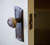 【油断は禁物!】ドアロックは簡単に開けられる…?!